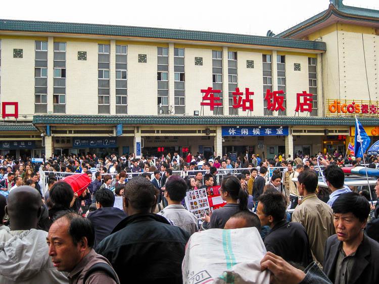 China, Bahnhof, Menschen