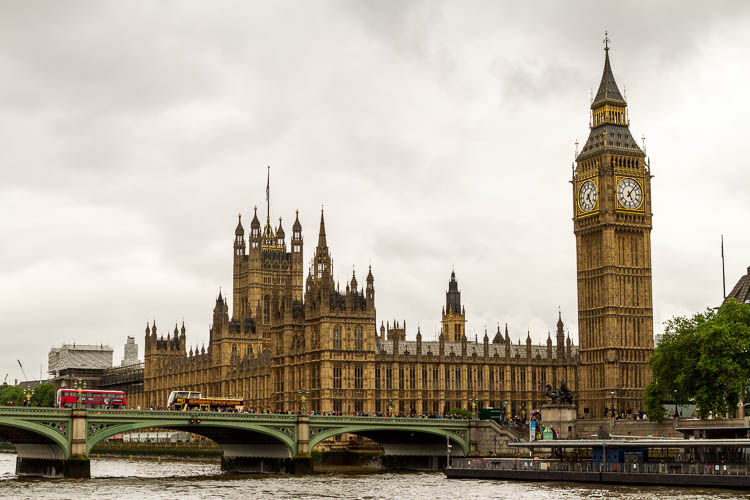 London bei Regen: : Houses of Parliament